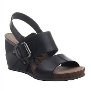 OTBT Overnight Wedge Leather Sandals size 7